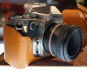 Nikon_Df_(silver-black)