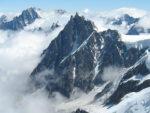 der Hobbyfotograf auf Reisen in den Bergen